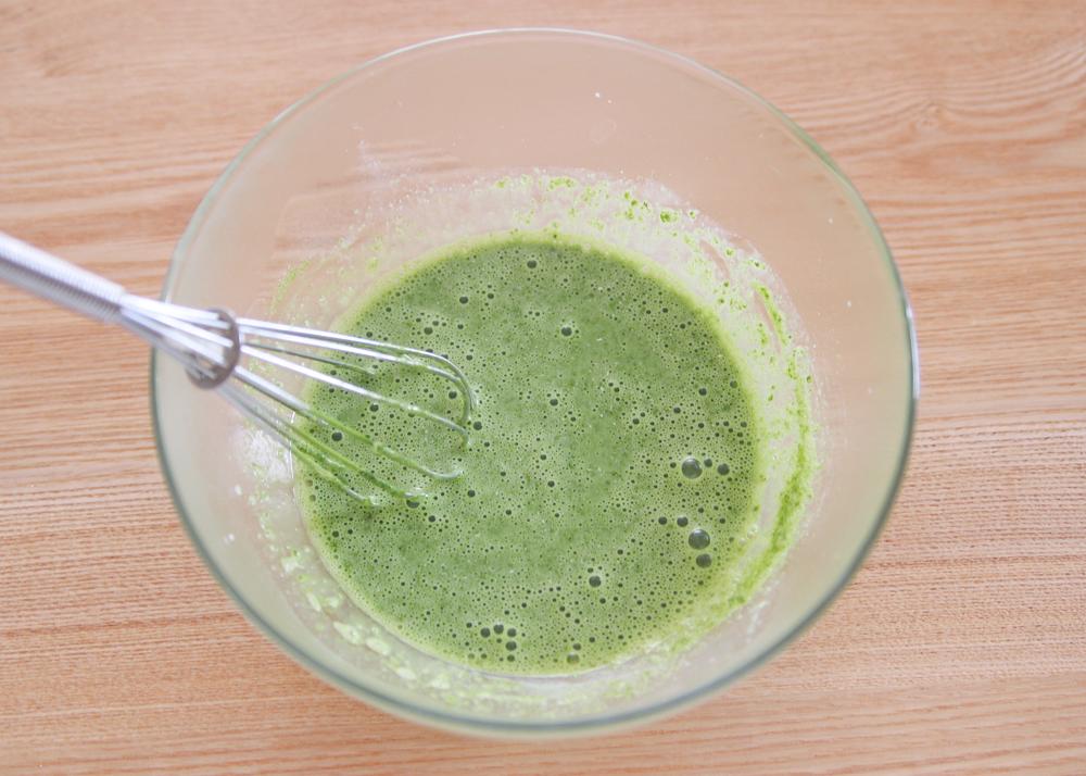 普通の抹茶はダマになりやすいが、抹茶ミルク(粉)は溶けやすいので失敗がない|かんたん抹茶ババロアの作り方