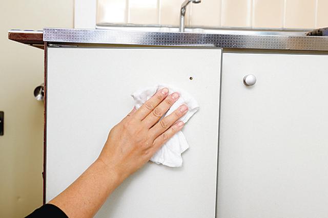 掃除はしっかり行っておくと、後から壁紙がはがれてしまう……なんてこともなくなる