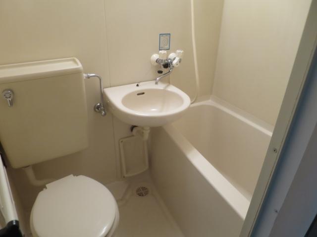 バス・トイレ一緒なら、水まわりの掃除はいっぺんにできる|バス・トイレ別VSバス・トイレ一緒