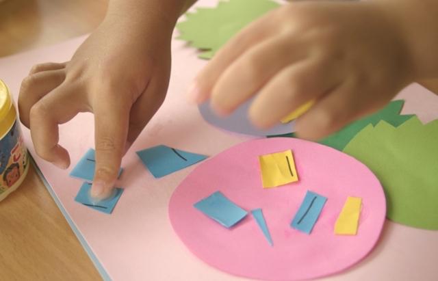 子どもの創作意欲を高めるなら大きめのテーブルを置こう
