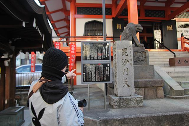 神楽坂の中ほどにある善國寺。江戸時代からこれまで、「神楽坂の毘沙門さま」として信仰を集め続けているのだとか|下関マグロさんと歩く早稲田