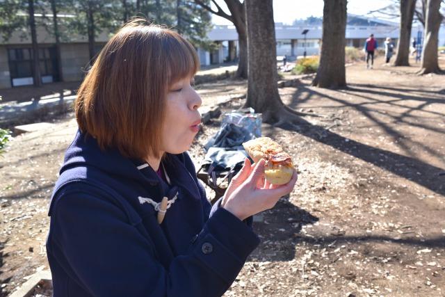 パンを食べている時の片山さんは本当に幸せそうだ