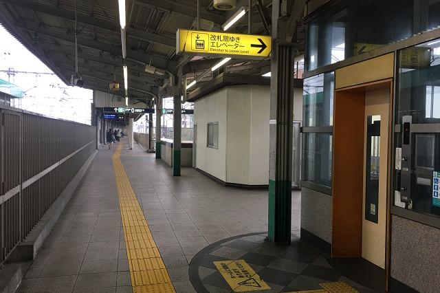 綾瀬駅のホームを渡ってさらに奥へ進むと……|東京メトロ直通運転開始で便利になる街「北綾瀬」「方南町」をサキドリ取材してきた