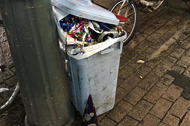 新宿にあったパーティーの残骸