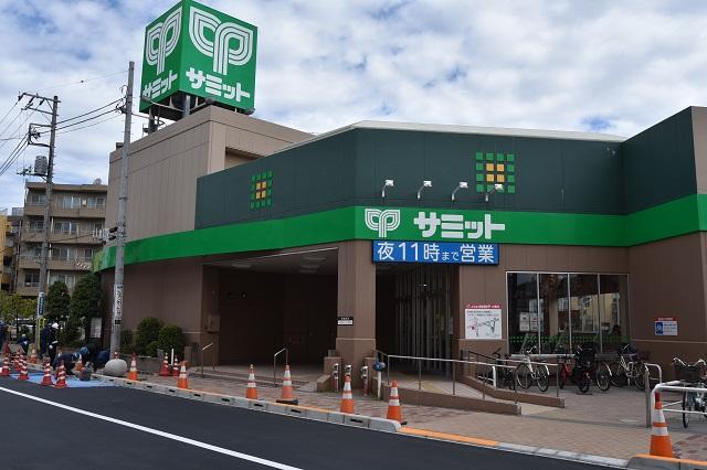でっかいサミット。地下に広大な売り場が広がっている|東京メトロ直通運転開始で便利になる街「北綾瀬」「方南町」をサキドリ取材してきた