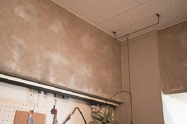 スペースによってインテリアのテーマにあわせた壁紙を貼っている。空間の統一感もUP!|【インテリアコーディネート術】古い賃貸物件をDIY!家族で楽しく暮らせる1LDKの作り方