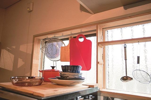 デッドスペースもDIYで使いやすくならないか考えるのが、居心地のいい部屋を作るポイントだ|【インテリアコーディネート術】1Kの賃貸物件をDIY!おしゃれ男子学生の部屋づくり