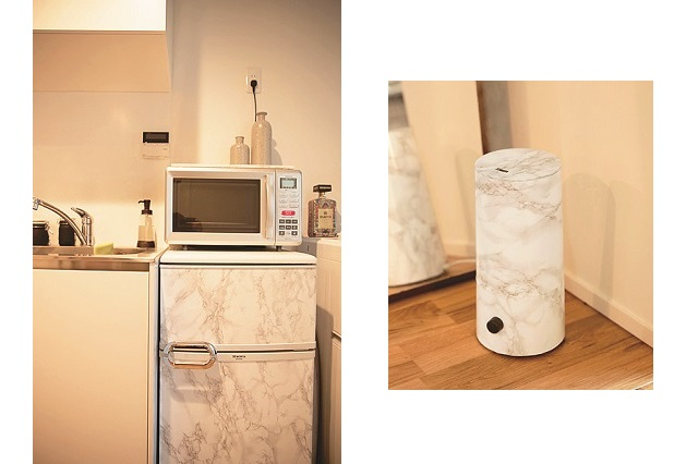 よくある冷蔵庫にリメイクシートを張るだけで、こんなにもキッチンがステキになる|【インテリアコーディネート術】部屋をくつろぎの空間に!モデルの1Rレイアウト実例