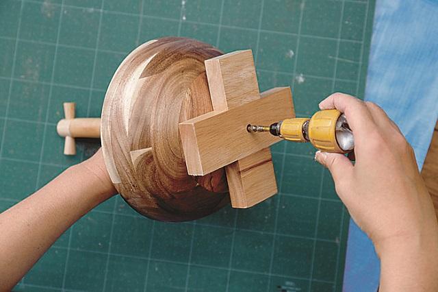 ネジはしっかりしめるようにしよう|ニトリの木製ボウルでお菓子&カップ入れを作ろう!