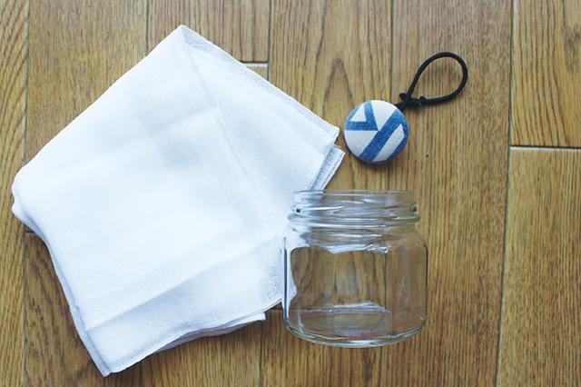 用意するのは重曹、ビン、ガーゼ(メッシュ生地ならなんでも)、ゴム|部屋の消臭対策!部屋の嫌な臭いを取る方法