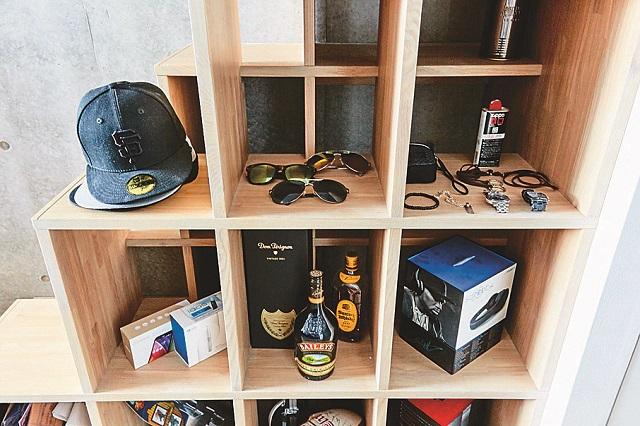 K.Mさんの趣味がわかるディスプレイスペース 【インテリアコーディネート術】ロフト付き1Kを居心地のよい空間に!ゲームディレクターの部屋づくりポイント紹介