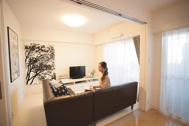 2LDKの賃貸物件に住むT.Fさんに、シンプルで居心地の良い空間にする部屋作りの方法について聞いてきた!|【インテリアコーディネート術】インスタグラマーに聞く2LDKでシンプルに暮らすコツ
