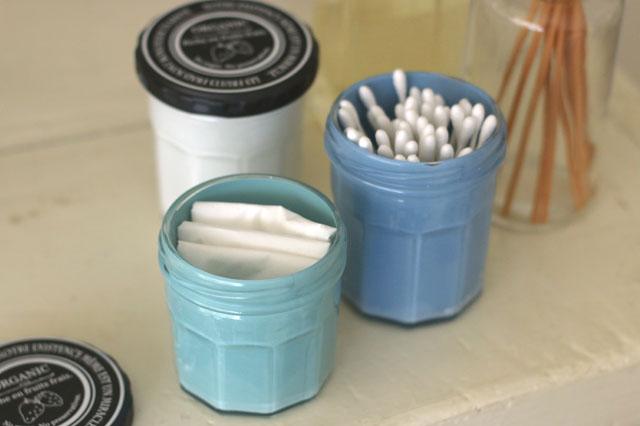 木・ガラス・プラスチックなどさまざまな素材を塗装できる|【賃貸DIY】100均でプチDIY!セリアのウォーターペイントでガラスボトルをオシャレ雑貨にリメイク