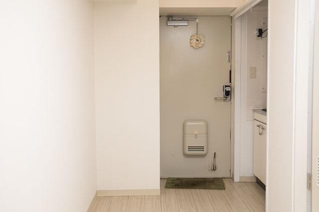 作業台やテーブル、収納を兼ねたキッチンカウンターを作って空間を有効活用しよう!|【賃貸DIY】狭いキッチンに!調理スペースや収納棚になるキッチンカウンターの作り方