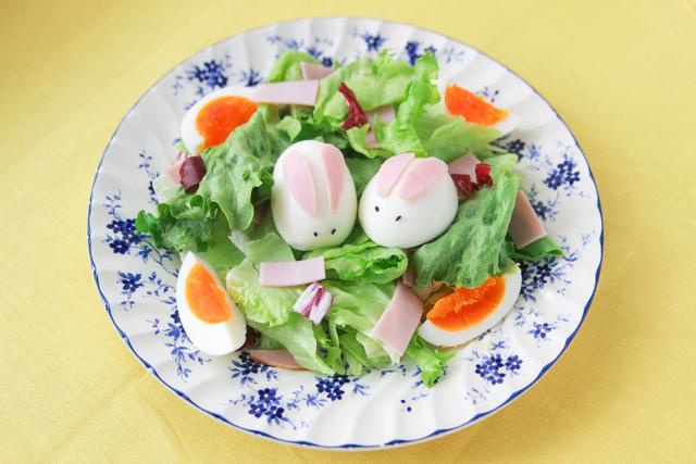 イースターには欠かせない「うさぎ」と「卵」のサラダ