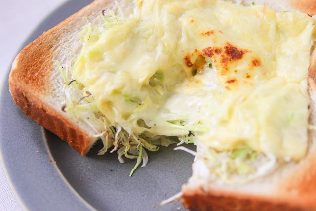 しんなり蒸されたキャベツが美味!|キャベツのチーズドームトーストの作り方