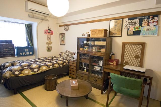 昭和レトロをテーマとした鶴田さん宅の和室。畳の縁と椅子のグリーンがマッチ|古道具とDIYで和室をオシャレに! 2児のママに聞いた昭和レトロな和室インテリアの楽しみ方