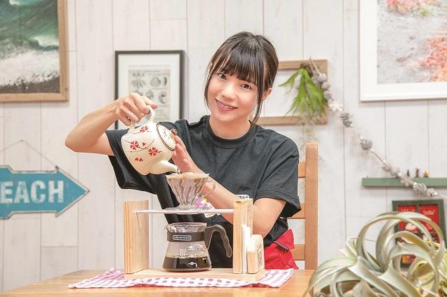 完成したコーヒードリップスタンドはこんな風に使おう!|仮面女子・立花あんながDIYに挑戦! コーヒードリップスタンドを作ってみた