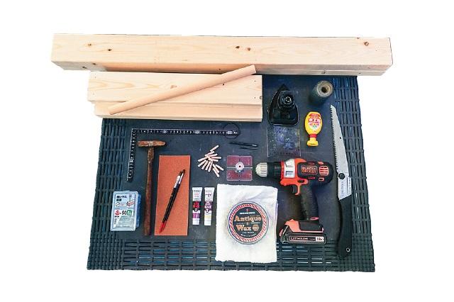 SPF材、丸棒、のこぎり、とんかち、電動ドライバー、やすり、木ダボなどを使ってアンブレラスタンドを作ろう|仮面女子・月野もあがDIYに挑戦!賃貸物件の玄関にぴったりなアンブレラスタンドを作ってみた
