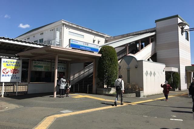 小平駅南口から見た駅舎。一日約15,000人(東京都統計)が利用している|〝日本一大きい丸ポスト〟のある街・小平はノスタルジック&SNS映えする風景の宝庫だった