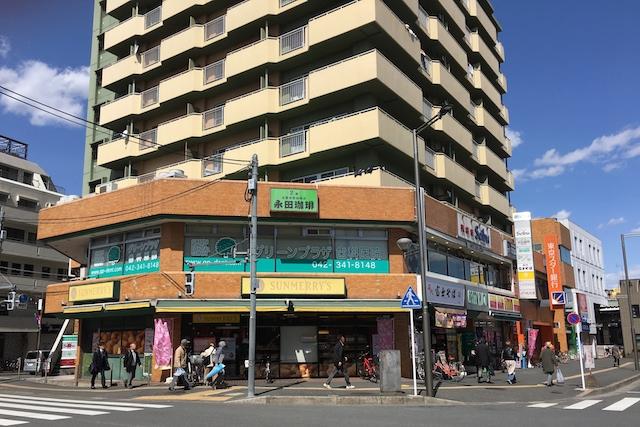 オリオン書房小平店隣りのグリーンプラザビルには、東京スター銀行、24時間営業のデイリーヤマザキ、コーヒー専門店などが入っている 〝日本一大きい丸ポスト〟のある街・小平はノスタルジック&SNS映えする風景の宝庫だった