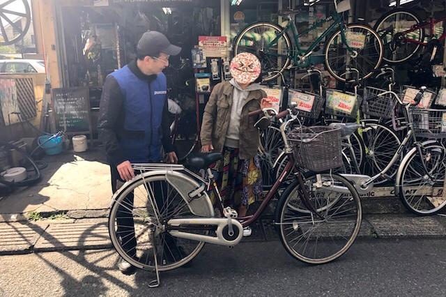かご付きママチャリをレンタルしているとのこと。知らない街を自転車で巡ってみるのって何だか楽しそう、ということで借りてみた!(200円/1時間、500円/1日) 創業50周年を迎える自転車専門店「和田輪業」 〝日本一大きい丸ポスト〟のある街・小平はノスタルジック&SNS映えする風景の宝庫だった