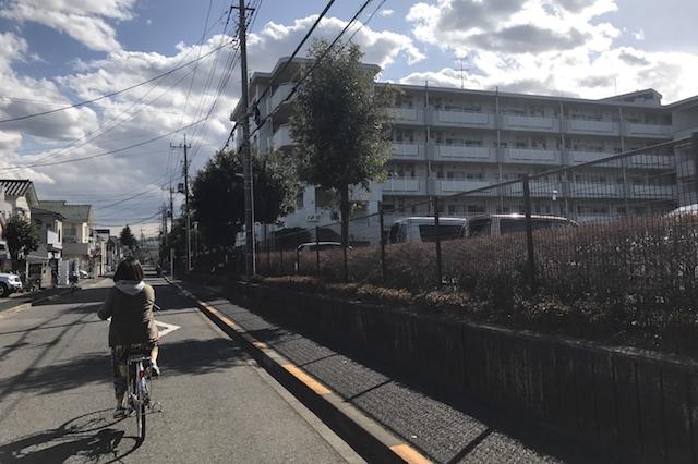 公団らしき建物が現れた 〝日本一大きい丸ポスト〟のある街・小平はノスタルジック&SNS映えする風景の宝庫だった