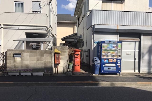 ありました! というか通り過ぎてたので戻ってきた 〝日本一大きい丸ポスト〟のある街・小平はノスタルジック&SNS映えする風景の宝庫だった