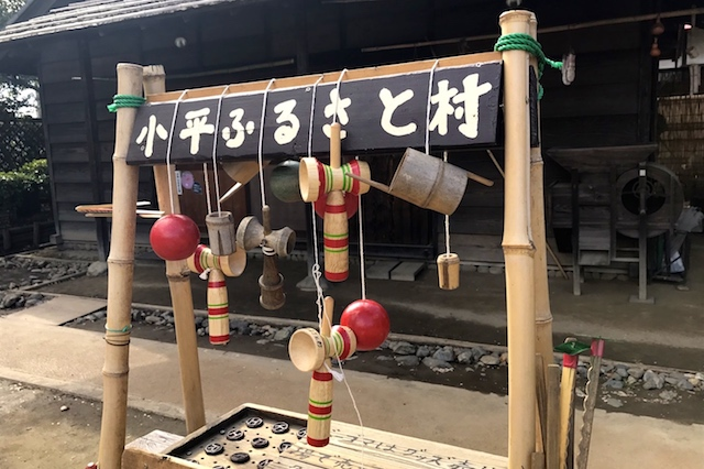 農家ゾーンの広場では、けん玉や竹とんぼなど昔の遊びが体験できる 小平ふるさと村 〝日本一大きい丸ポスト〟のある街・小平はノスタルジック&SNS映えする風景の宝庫だった