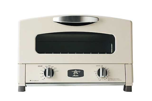 遠赤グラファイト搭載のトースター。短時間で外カリ中モチのトーストが焼ける