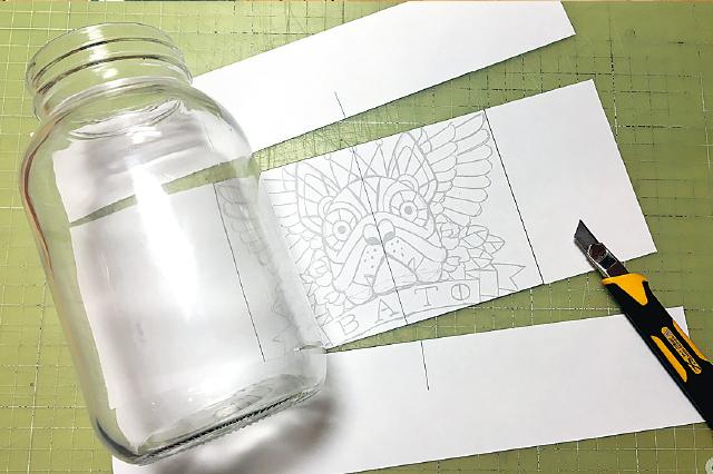 ペイントしたい絵柄をコピーして用意。ビンに合わせて紙をカットしておこう|【賃貸DIY】ステンドグラス風ボトルライトを手作り!自分好みの照明を部屋に取り入れよう
