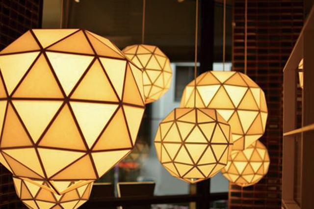 あたたかな光に照らされた店内は、ほっと落ち着きたい時にも重宝する|中央線・阿佐ヶ谷駅直結「ビーンズ阿佐ヶ谷」の「和ごはんとカフェ Chawan(チャワン)」店内