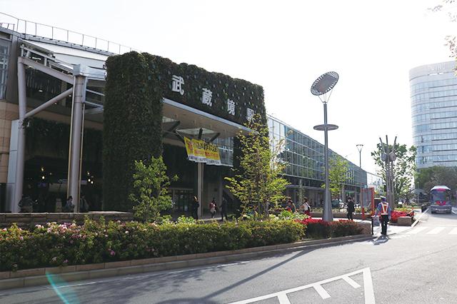 武蔵境駅北口の広場。2017年にリニューアルされた|最寄駅「武蔵境」の男女30人に生の声を聞いた! 武蔵境の住みやすさ、家賃相場、治安、買い物、アクセスは?