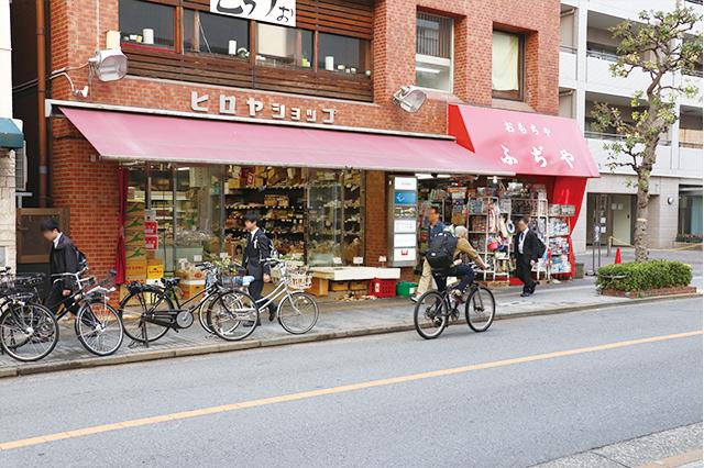 三鷹中央通り商店街にはこの地で長く営業を続けている老舗商店も多い|三鷹駅周辺の住みやすさは? 実際に暮らす住人の評価を聞いてきた