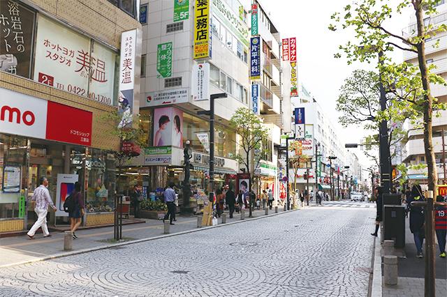 三鷹駅駅南口の目の前に広がる三鷹中央通り商店街|三鷹駅周辺の住みやすさは? 実際に暮らす住人の評価を聞いてきた