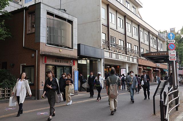 三鷹駅北口駅前には交番も|三鷹駅周辺の住みやすさは? 実際に暮らす住人の評価を聞いてきた