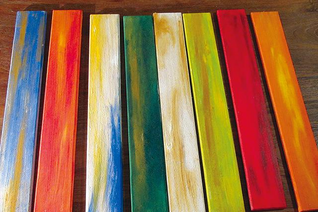 絵の具はしっかり乾かしておくと、その後の作業が行いやすい|【賃貸DIY】100均グッズで簡単&おしゃれなケーブル収納ボックスを自作しよう!