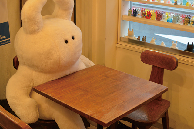 くりっとした小さな目が愛らしい|「STUDIO UAMOU(スタジオ ウアモウ)」(2k540 AKI-OKA ARTISAN)のキャラクター