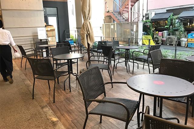 天気が穏やかな日には、オープンスペースで風に吹かれながらティータイムなんてのもいい|中央線・阿佐ヶ谷駅直結「ビーンズ阿佐ヶ谷」のカフェテラス