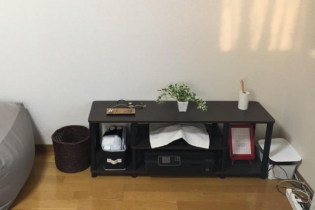 テレビはないけど、ちょっとした収納スペースとしてテレビボードを上手に活用|誰でも今日から実践できる!無理のない断捨離でシンプルライフを送るコツ