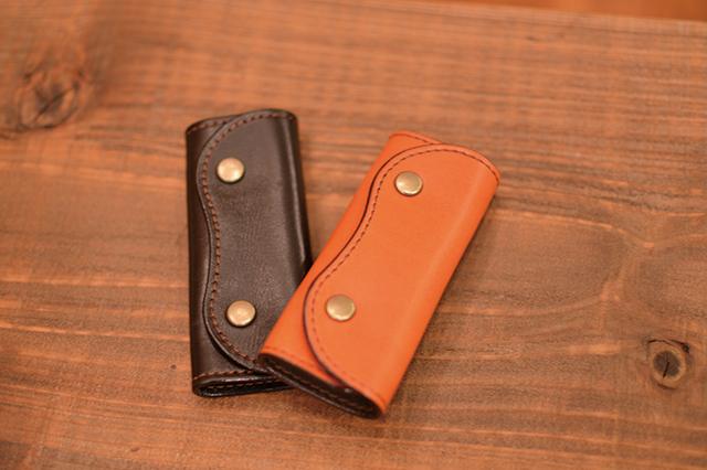 オススメは財布だが、予算に応じてパスケースやキーケース、もちろんバッグをオーダーメイドするのもアリ|「革工房ボルサ」(2k540 AKI-OKA ARTISAN)の商品・キーケース