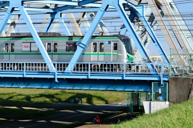 金町駅が通るJR常磐線は、東京メトロ千代田線・小田急線との直通運転を行っている|金町駅のアクセス事情|金町駅周辺に住む男女30人に聞きました!街の住みやすさや生活環境、買い物事情って?