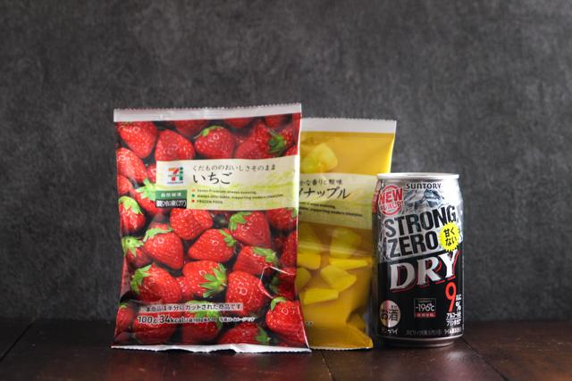 冷凍いちご、冷凍パイナップル(セブンイレブン)×ストロングゼロ|アルコール度数9度のストロングゼロをSNS映えするキラキラ系にアレンジしてみた
