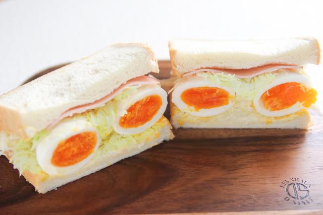 卵の断面がお目見え!|キャベツと卵のサンドイッチの作り方|【コンビニ飯レシピ】一人暮らしの朝ごはんに!簡単ボリュームサンドイッチ3選