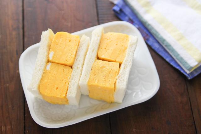 じゅんわりだしの染みた厚焼き卵を食パンでサンド!|【コンビニ飯レシピ】一人暮らしの朝ごはんに!簡単ボリュームサンドイッチ3選