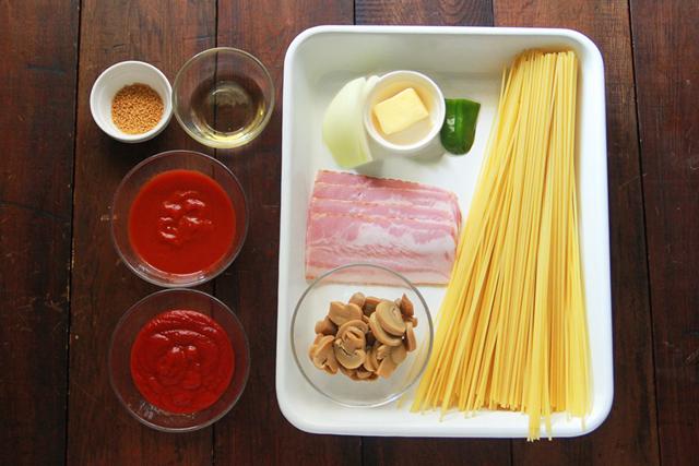 さぼうる2のナポリタンを再現するのに必要な材料は、スパゲッティ、ベーコン、玉ねぎ、ピーマン、マッシュルーム、バター、トマトピューレ、ケチャップ、みりん、コンソメ!|【再現レシピ・レトロ喫茶編】「さぼうる2」の人気メニュー・大盛りナポリタンの簡単レシピ