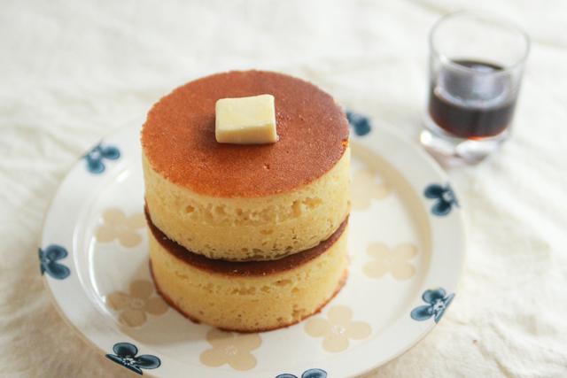 イワタコーヒーみたいな分厚いふかふかホットケーキを作ろう! 【再現レシピ・レトロ喫茶編】「イワタコーヒー」風のふかふか厚焼きホットケーキの簡単レシピ