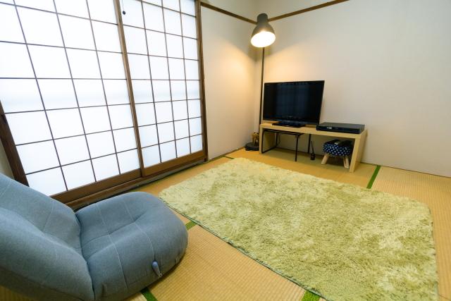 家族でくつろぐ空間として、ひとりになれる空間として、m・tさんお気に入りの居間|物が少なければ掃除もはかどる!家族で快適に過ごすためのミニマルライフ実践術とは?