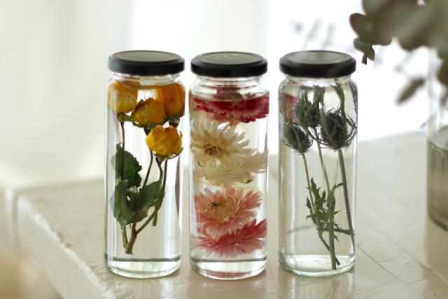 ハーバリウムは一度作れば、長い間楽しめる|簡単おしゃれなハーバリウムの作り方。部屋のインテリアに枯れない花を取り入れよう