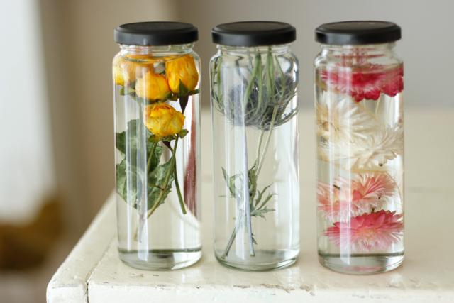 簡単おしゃれなハーバリウムの作り方。部屋のインテリアに枯れない花を取り入れよう
